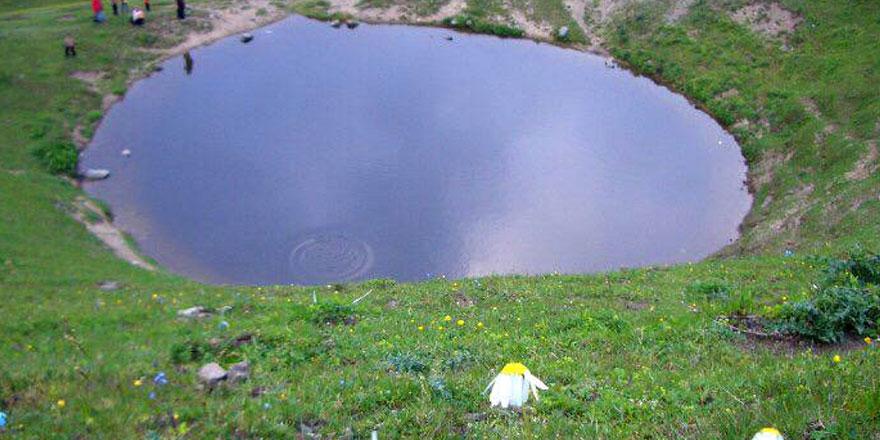 Hazine var diye 12 bin yıllık gölü kuruttular!