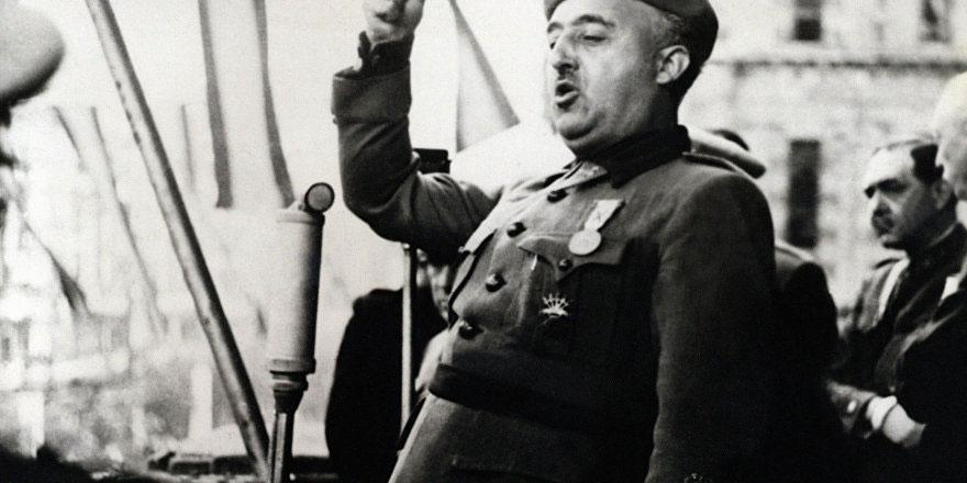 Diktatör Franco'nun eşine ait mücevherler açık artırmaya çıkıyor