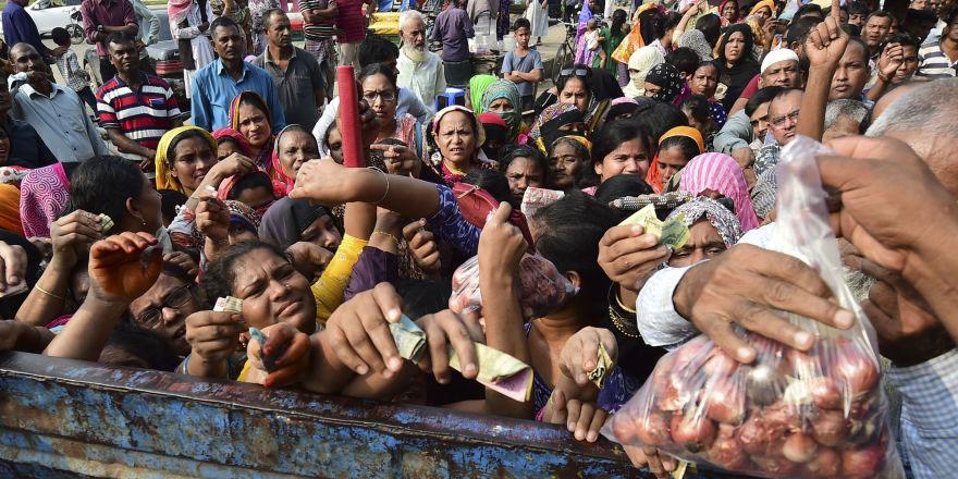 Bangladeş'te soğan krizi büyüyor: Uçaklar dolusu ithalat yapıldı, tanzim kuyrukları oluştu