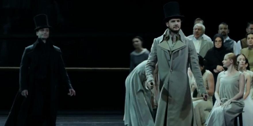Rus Vahtangov Tiyatrosu ilk kez İstanbul'da: 'Rus yaşamının ansiklopedisi' Yevgeni Onegin Türk seyirciyle buluştu