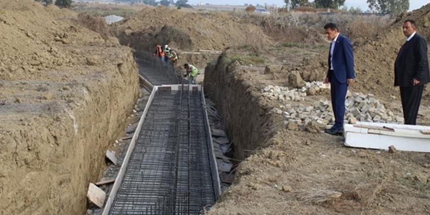 Nergisli- Lakşa deresi betonarme ıslah seki projesi'ne başlandı