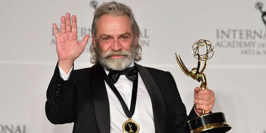 Haluk Bilginer'e Uluslararası Emmy Ödüllerinde en iyi erkek oyuncu ödülü