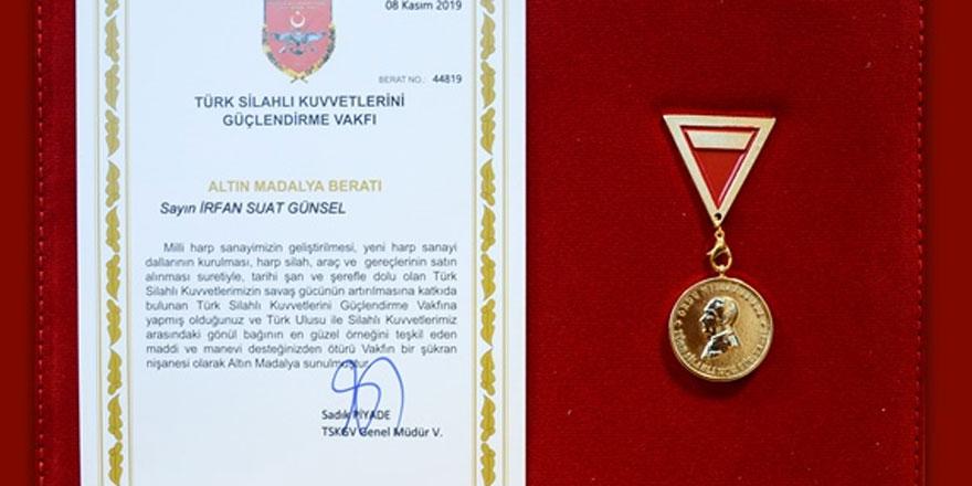 Türk silahlı kuvvetlerini güçlendirme vakfı'ndan YDÜ  Mütevelli Heyeti Başkanı Günsel'e altın madalya