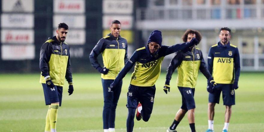 Fenerbahçe'de 1 formaya 4 aday