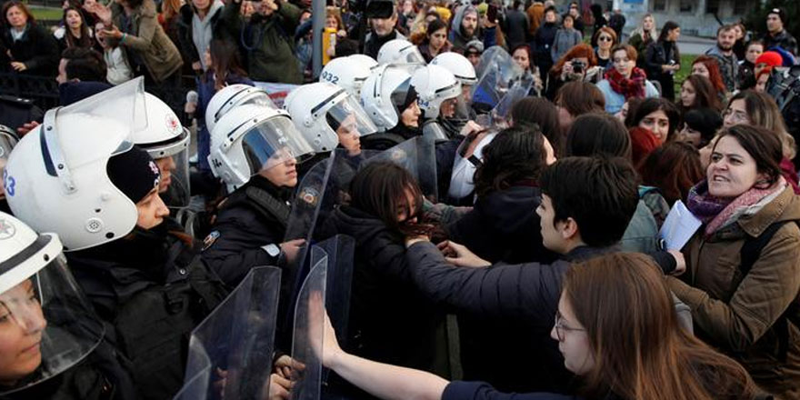 Kadınların eylemine polis müdahalesi tepki topladı