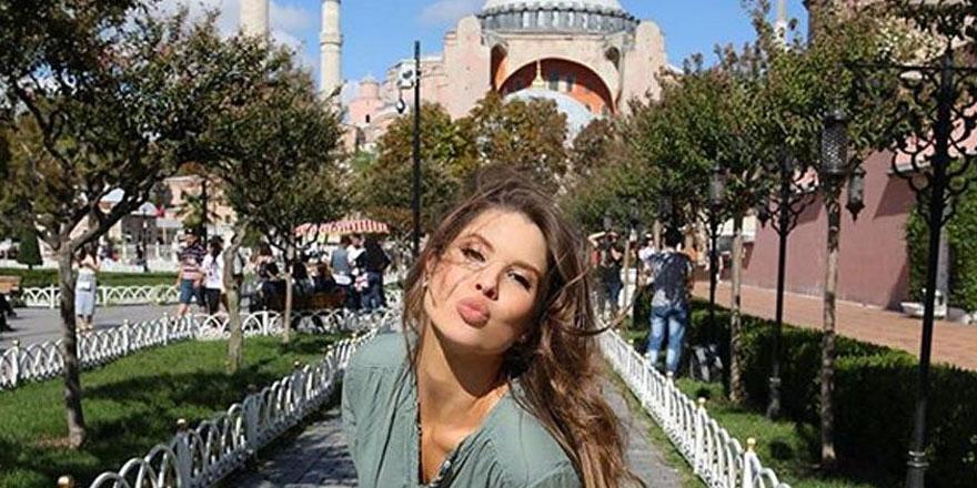 Amanda Cerny mesajını Türkiye fotoğrafı ile verdi