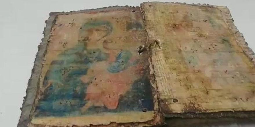 Bursa'da bin yıllık iki İncil ele geçirildi