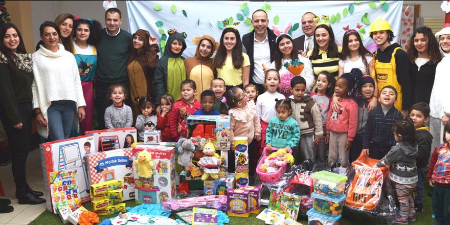 AML'li öğrencilerden LTB El Ele Çocuk Merkezi'ne yılbaşı sürprizi