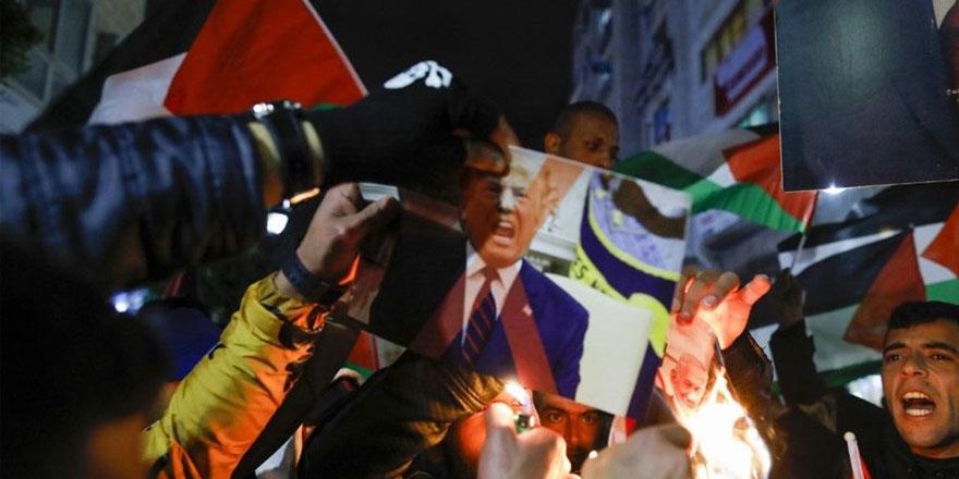 Filistinliler Trump'ın planını protesto ediyor
