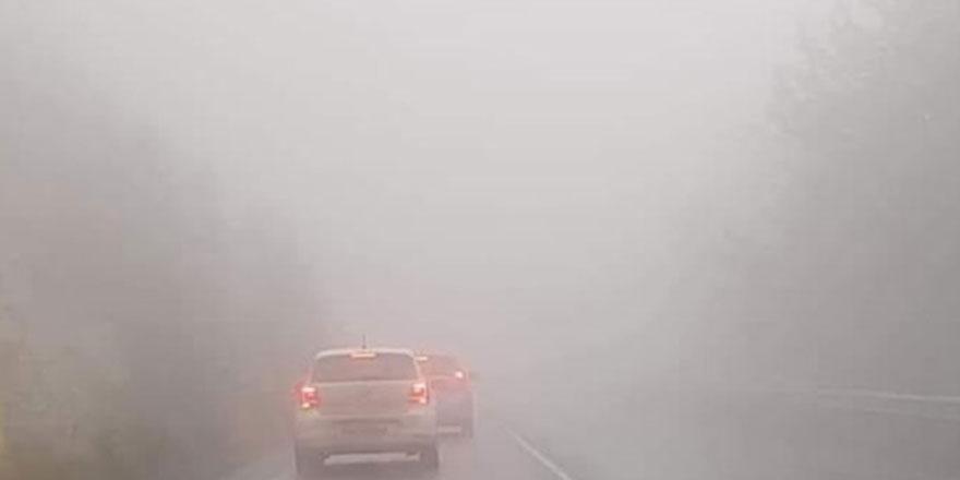 Girne-Değirmenlik dağ yolunda sis nedeniyle görüş mesafesi azaldı