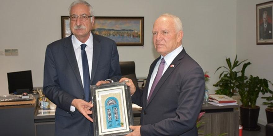 Meclis başkan yarımcısı Töre, Girne Belediye başkanı Güngördü'yü ziyaret etti