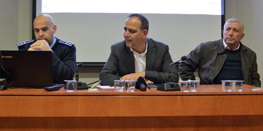 Harmancı Yenişehir esnafı ve bölge sakinleriyle bir araya gelerek istişare toplantısı yaptı