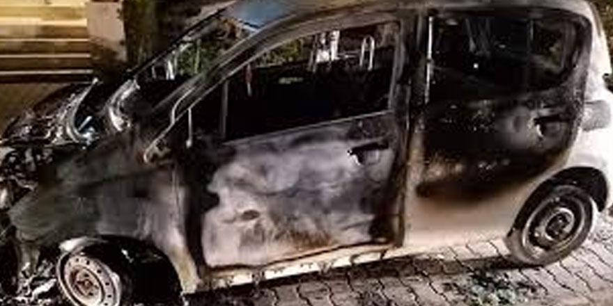 Ayşe Kamkam'a ait araç yanıcı madde dökülerek yakıldı