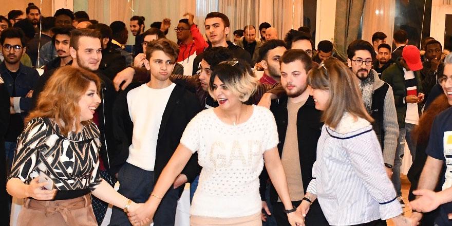 """DAÜ'de """"welcome night"""" etkinliği gerçekleştirildi"""