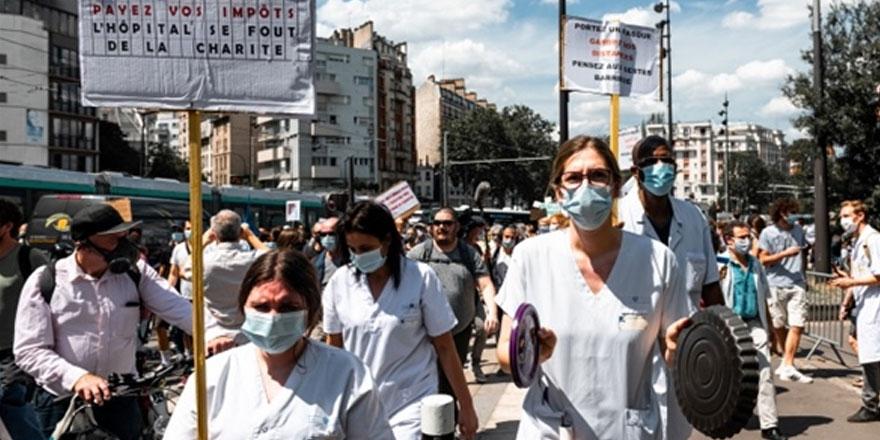 Paris'te sağlık çalışanları çalışma koşullarını protesto etti