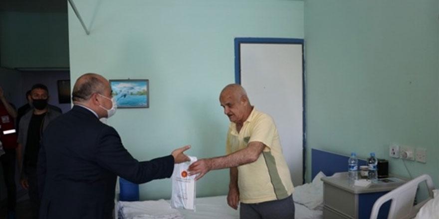 TC Cumhurbaşkanı Erdoğan'ın Talimatıyla KKTC'deki yaşlılara hijyen paketi dağıtımı sürüyor