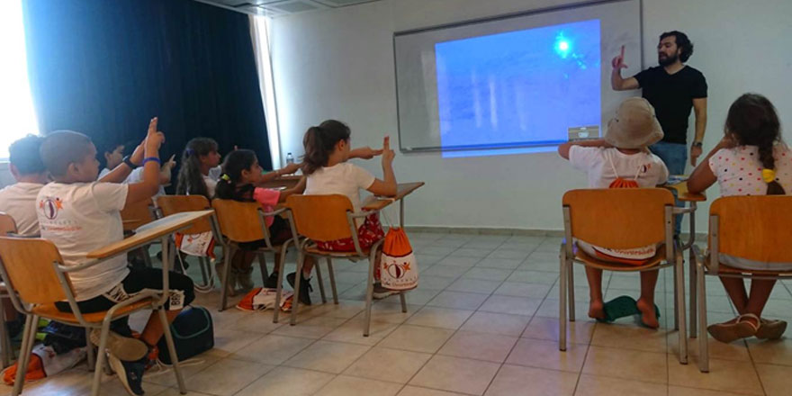 Özay Günsel Çocuk Üniversitesi Öğrencileri, Çevrimiçi Devam Eden Eğitim Programıyla İşaret Dili Öğreniyor