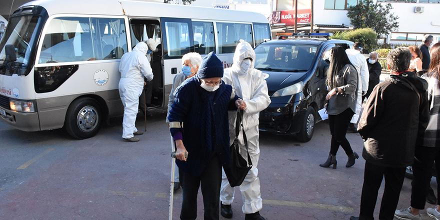 Girne Belediyesi yaşlılara yardım elini uzattı