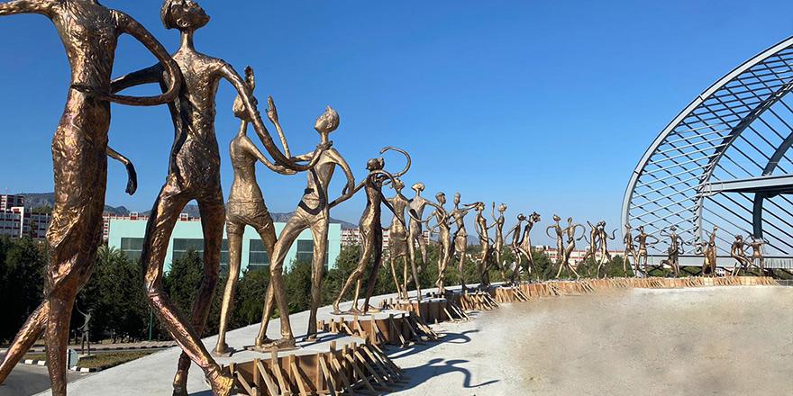 30 bronz heykel YDÜ'de sergilenmeye başlandı…