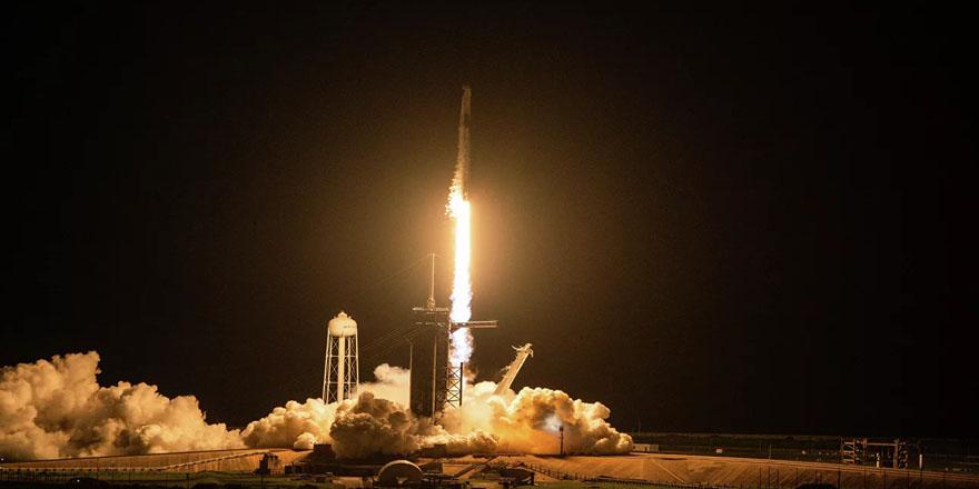 SpaceX, içinde astronot olmayan 4 kişinin bulunduğu roketi fırlattı