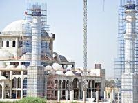 Kıbrıs'ın en büyük camisinin ana kubbesi tamamlandı