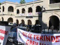 Kamu-İş ile KTAMS Girne Kaza Mahkemesinde bugün tam gün grevde…