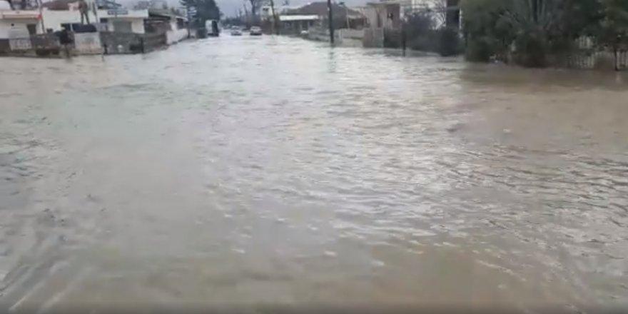 Haspolat köyü sular altında kaldı (Video Haber)